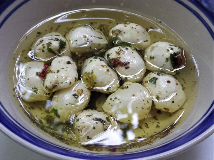 Mozzarella Balls in Olive Oil